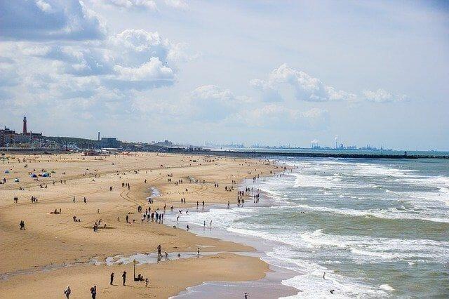 Sportlich betätigen am Strand
