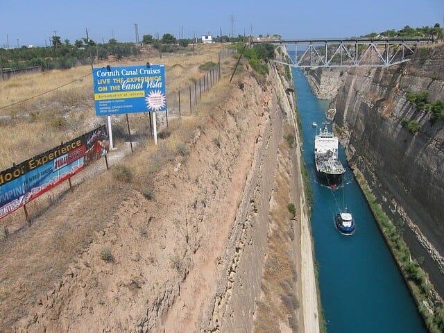 Mit dem Kreuzfahrtschiff durch den Kanal von Korinth