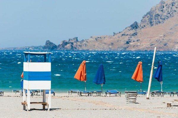 Was bietet der Plakias Beach in der Umgebung?