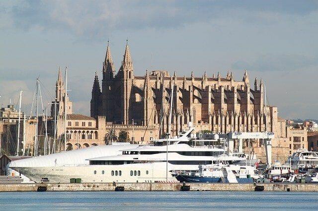 Wie kommt man vom Flughafen zum Hafen Palma de Mallorca hin?