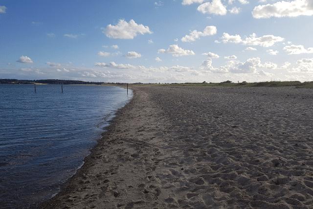Wie lang ist der Flovt Strand?