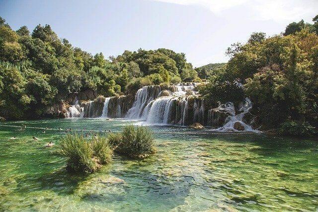 Wie viel Wasserfälle hat Krka?