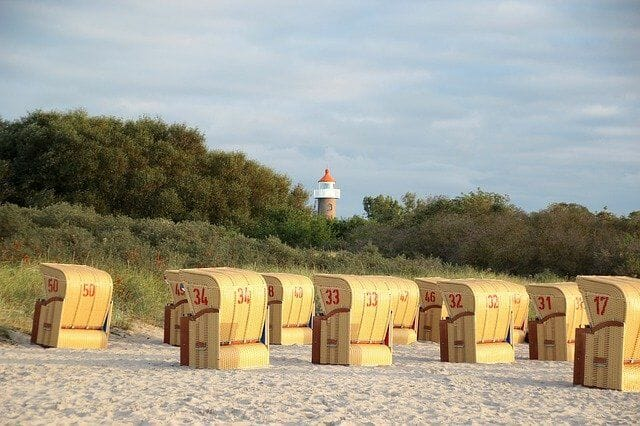 Leuchtturm in der nähe vom Strand