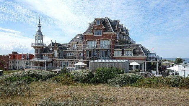 Was bietet der Domburg Strand alles?