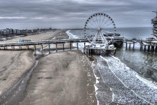 Der Pier von Scheveningen direkt am Strand