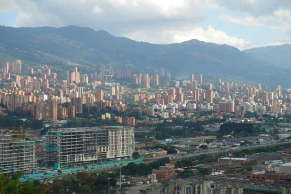 Wofür ist die Stadt Medellín alles bekannt?