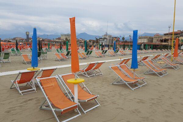 Der öffentliche Strand von Viareggio
