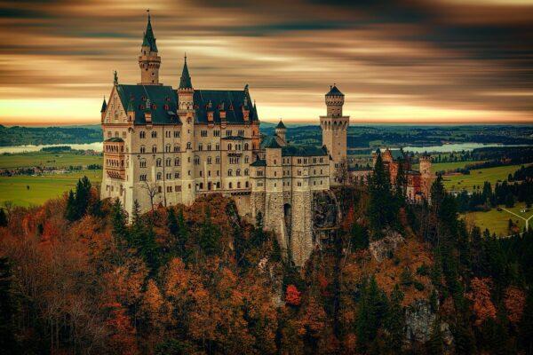 Schloss Neuschwanstein beliebter Ausflugsziel mit Kindern