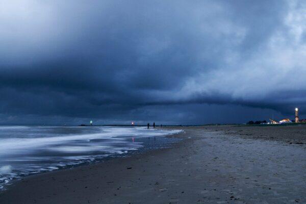Wie lang ist der Strand in Warnemünde?